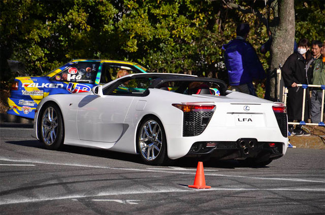 Video: Lexus LF-A Roadster cực hiếm đi thi drift